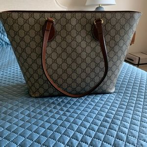 Gucci  A Zip Tote GG Coated Canvas Medium Linea